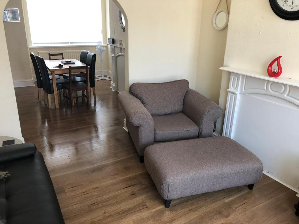 A seating area at GORTON Holiday Home