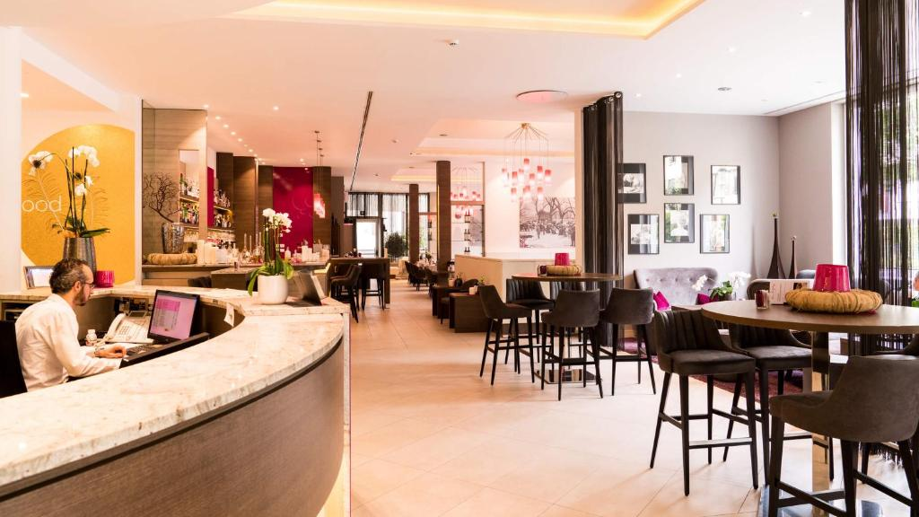 Ein Restaurant oder anderes Speiselokal in der Unterkunft City Hotel Merano