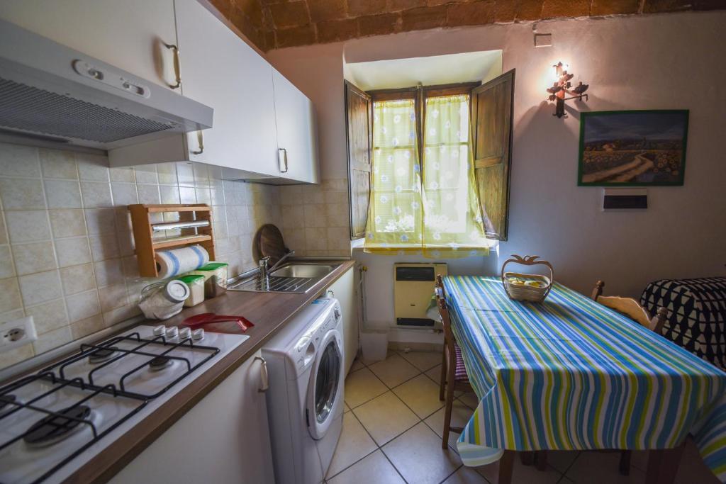 A kitchen or kitchenette at Il Sogno di Annalisa in Famiglia