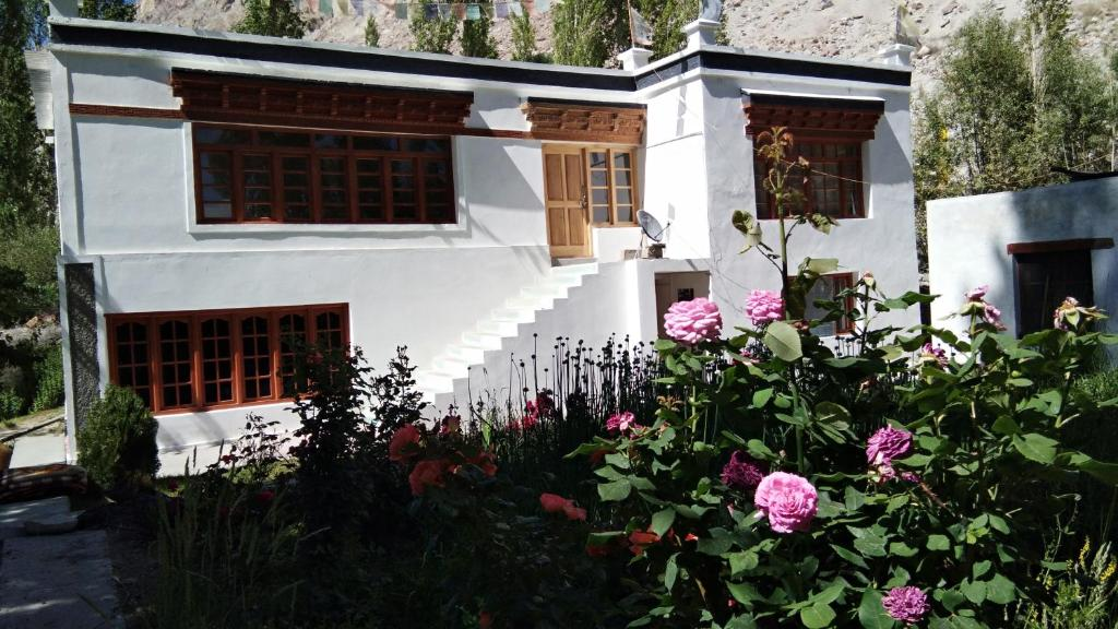 Mountain Homestays - Natural hot springs