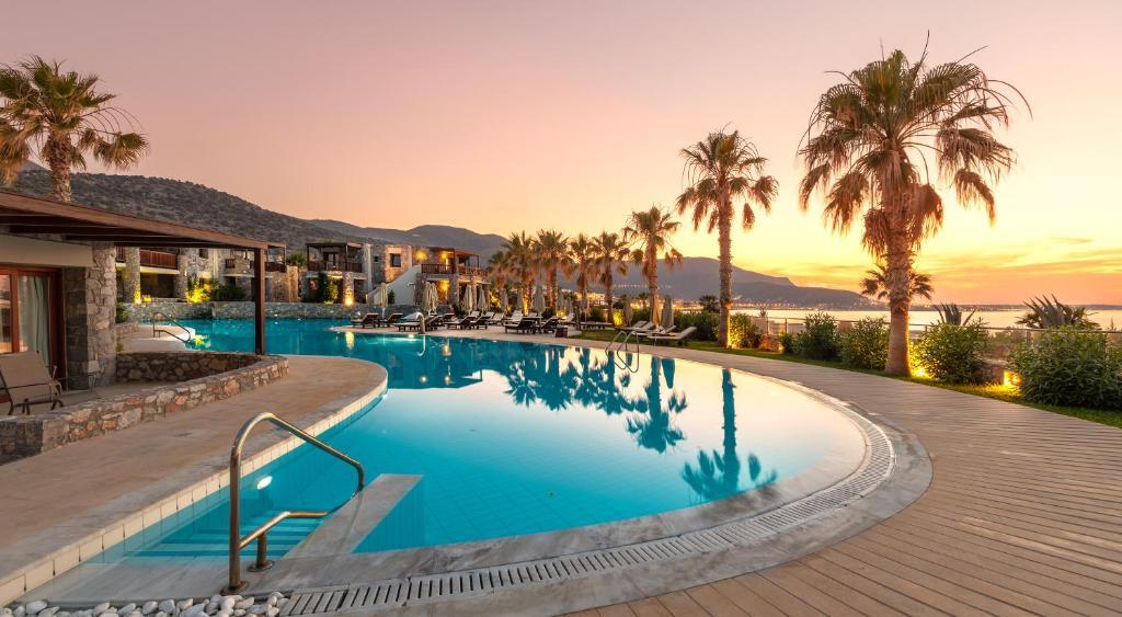 בריכת השחייה שנמצאת ב-Ikaros Beach, Luxury Resort & Spa או באזור