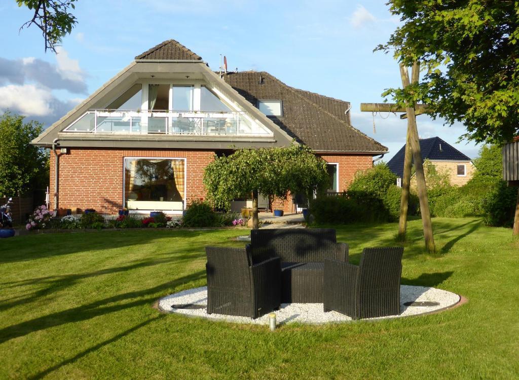 Ein Garten an der Unterkunft Ferienwohnung Haus Rita