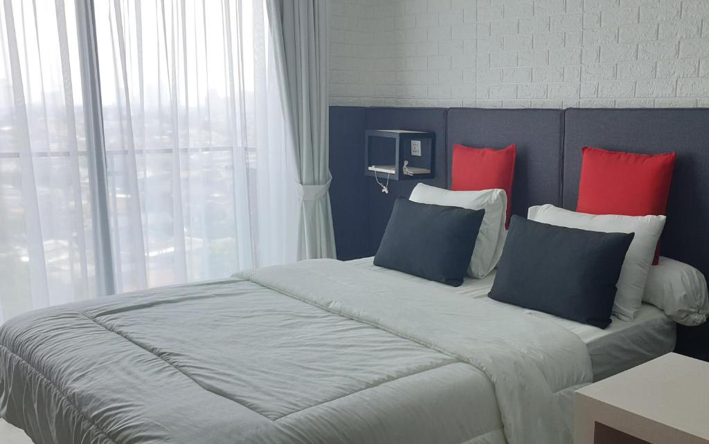 Picture of: Apartment Comfy Studio Industrial Style In Mampang Jakarta Indonesia Booking Com
