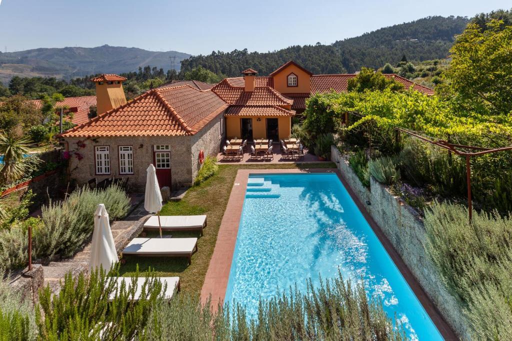 Uma vista da piscina em Casa do Eido - sustainable living & nature experiences ou nas proximidades