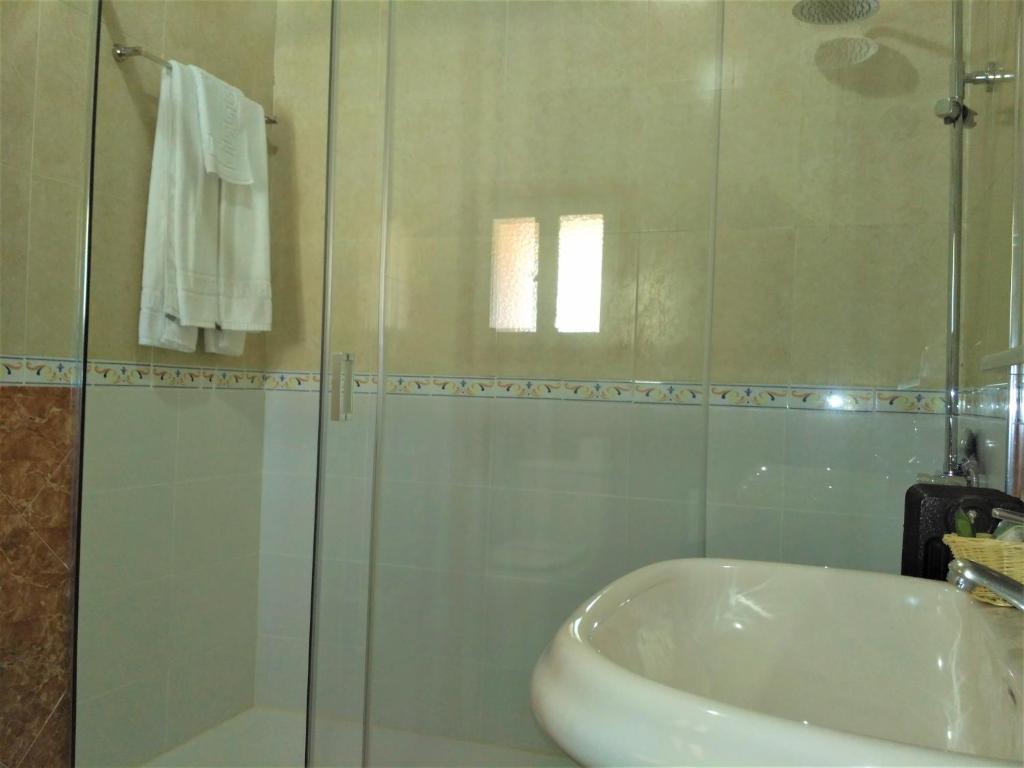 A bathroom at Hospederia del Real Monasterio
