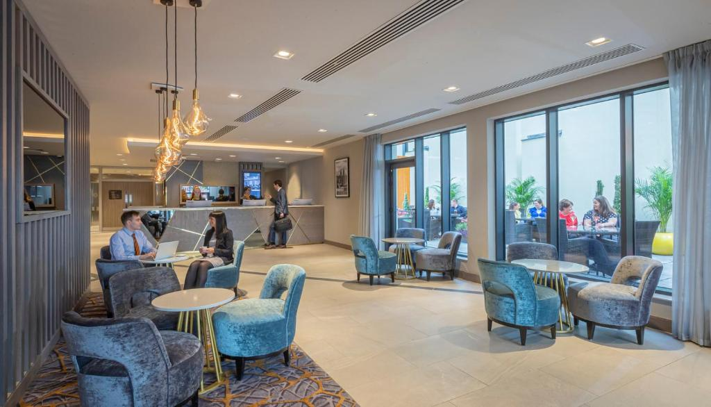 The lobby or reception area at Maldron Hotel South Mall Cork City