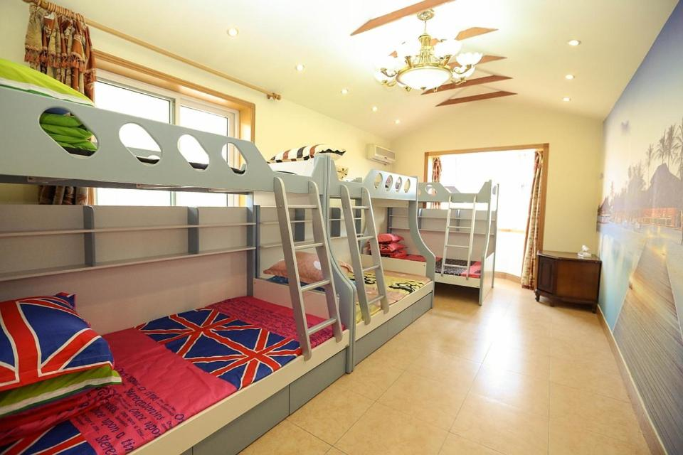 A bunk bed or bunk beds in a room at HOST LONDON