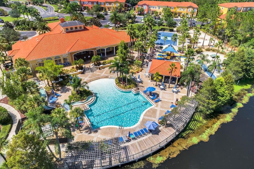 A bird's-eye view of Luxury 3 Bedroom Villa Resort - Private Hot Tub
