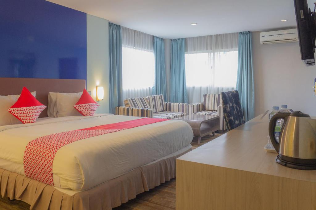 A bed or beds in a room at Collection O 7 Hotel Melawai