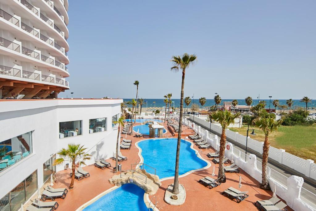 Vista de la piscina de Marconfort Costa del Sol o alrededores