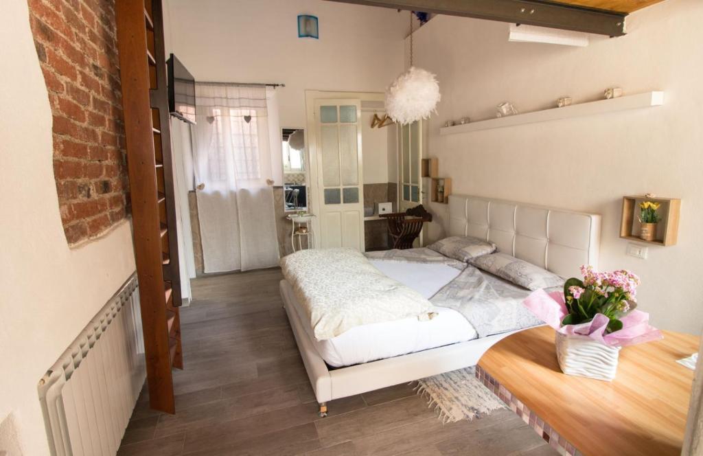 Letto o letti in una camera di Mansarde & Suite Maison 1706 Lago Orta