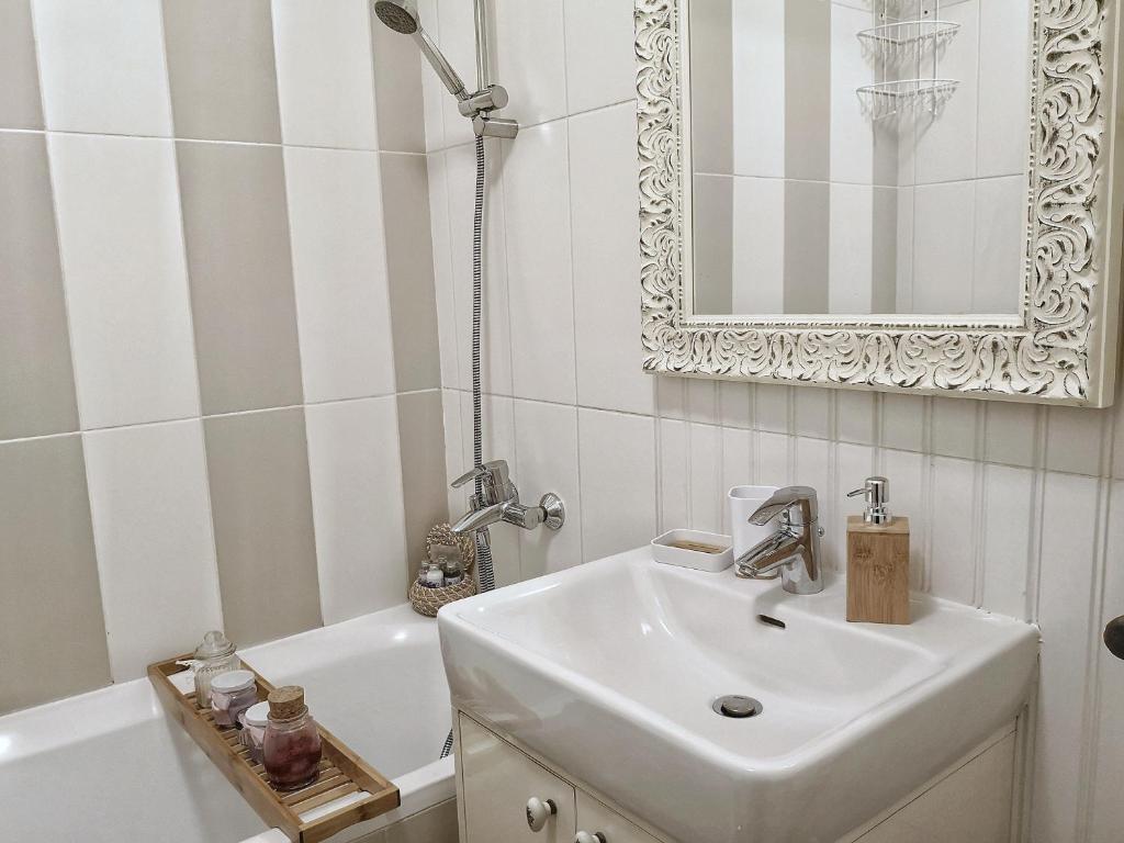 Queens Apartment Zagreb Croatia Booking Com
