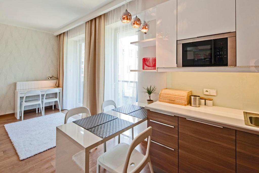 A kitchen or kitchenette at The Best Stay Central Apartment Gdansk