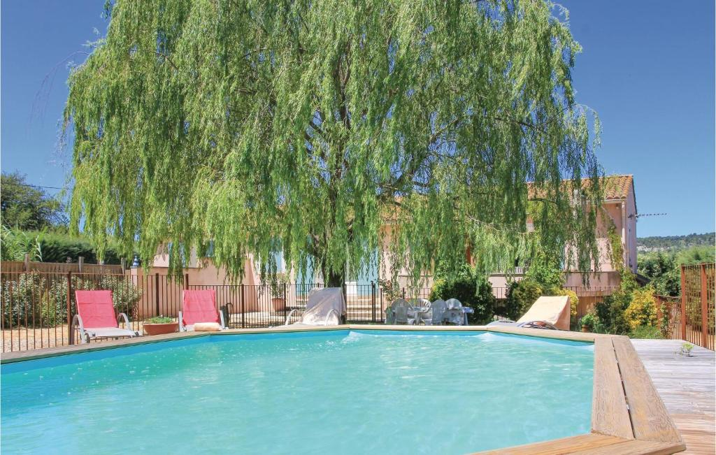 The swimming pool at or near Holiday home Mormoiron KL-954