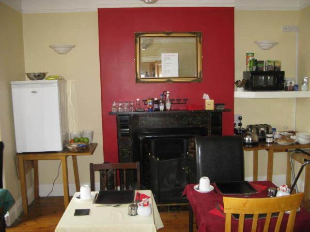 A restaurant or other place to eat at Dun Aoibhinn House B&B