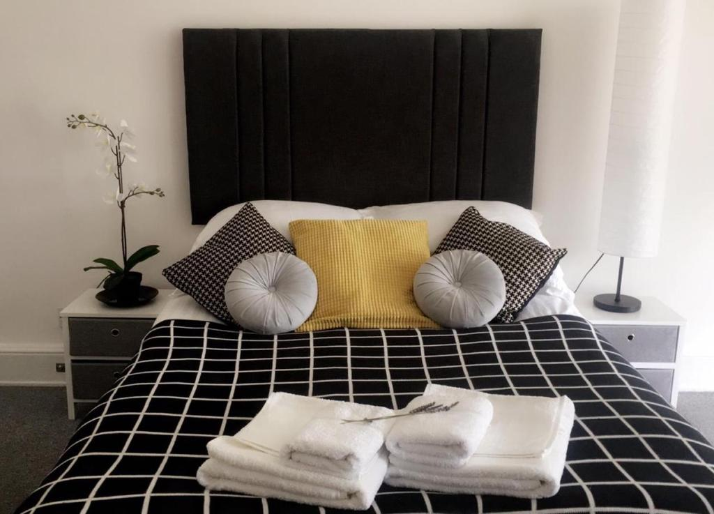 A bed or beds in a room at Golden Triangle Ensuites
