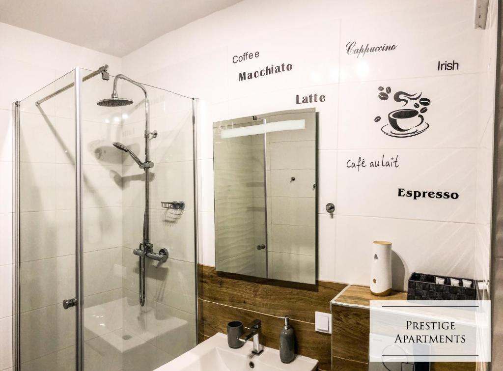 A bathroom at Coffee Apartment