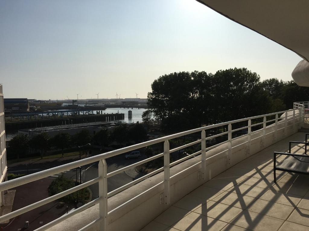 Balcon ou terrasse dans l'établissement OZIN 2 : Les Terrasses De La Falaise Boulonnaise pour 6 personnes