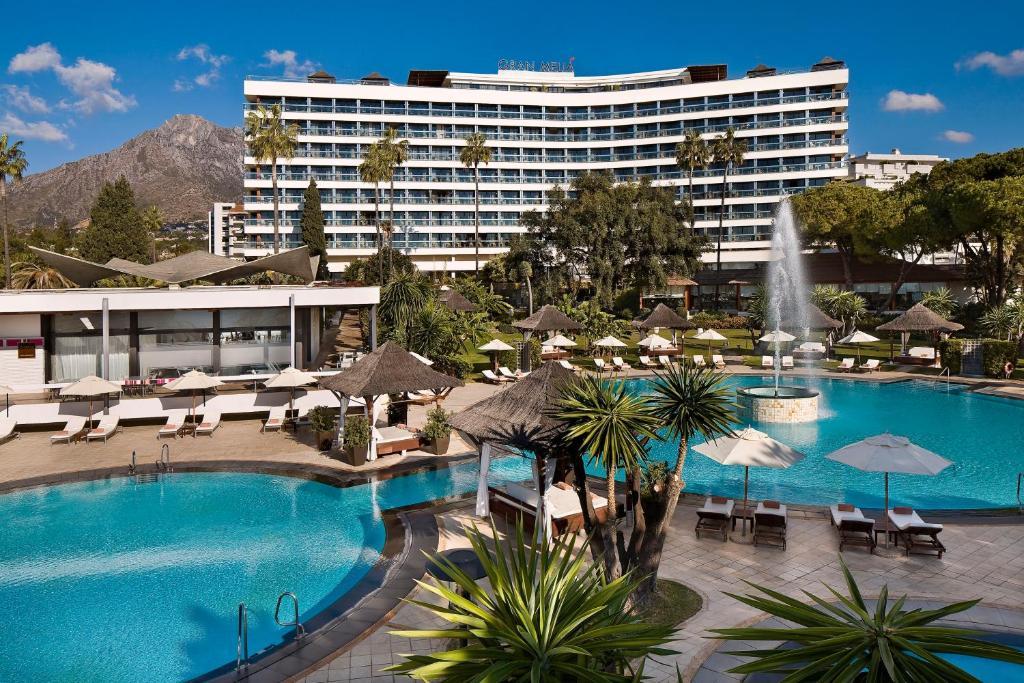 Het zwembad bij of vlak bij Hotel Don Pepe Gran Meliá