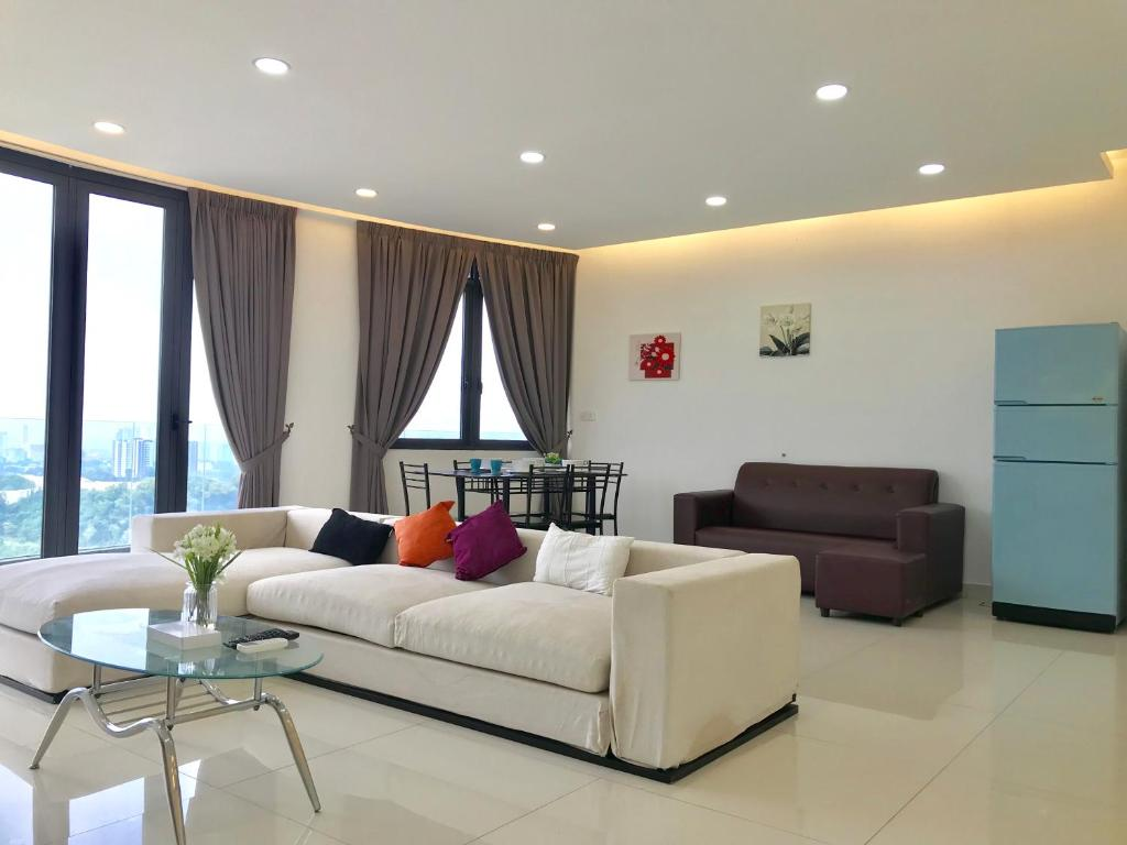 A seating area at Cozy 3BR Family Suites with Amazing View @ Level39