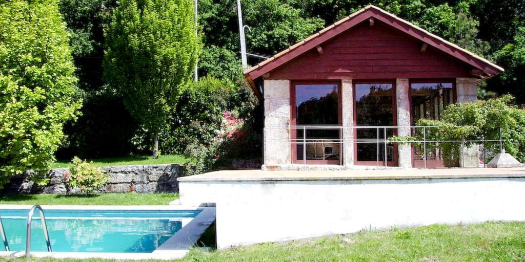 The swimming pool at or near Quinta Da Longra