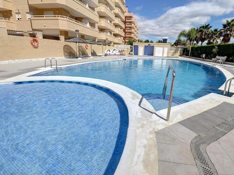 The swimming pool at or close to Apartamento en Oropesa del Mar