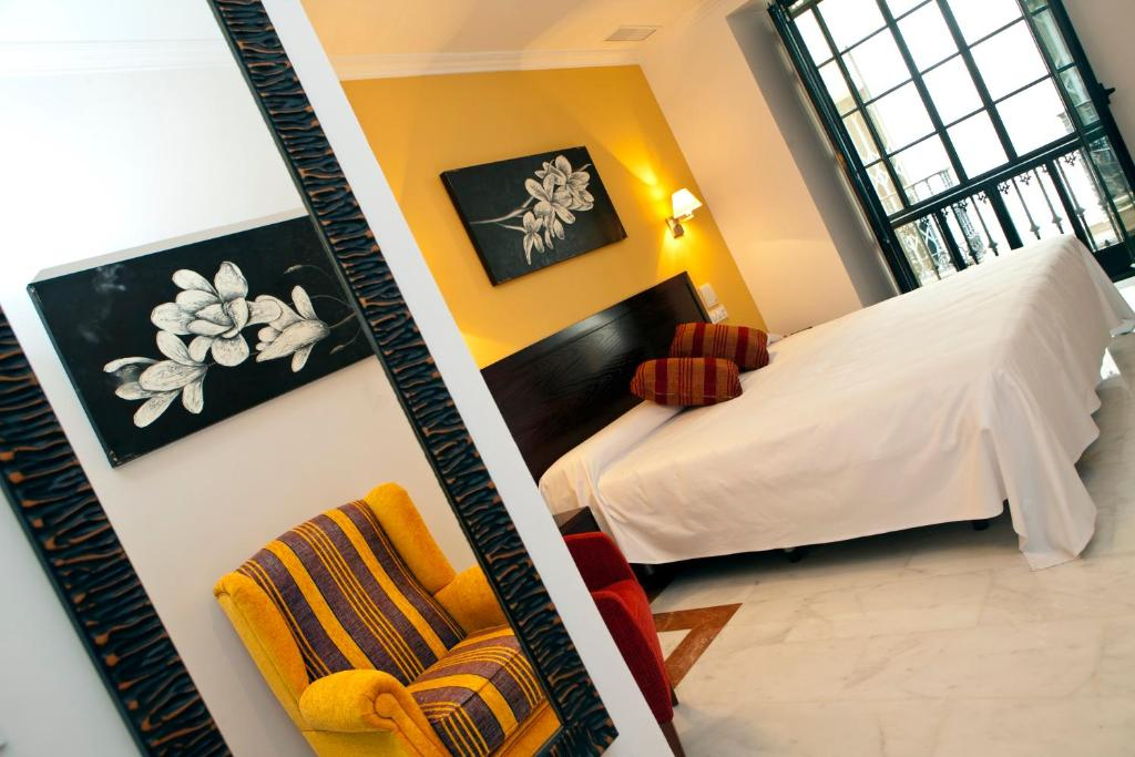 A bed or beds in a room at Itaca Sevilla