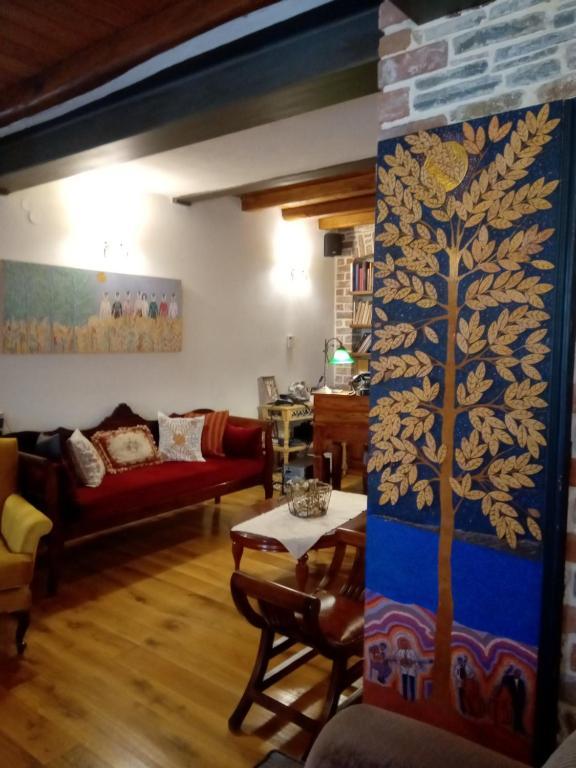 Χώρος καθιστικού στο Ξενώνας των χρωμάτων