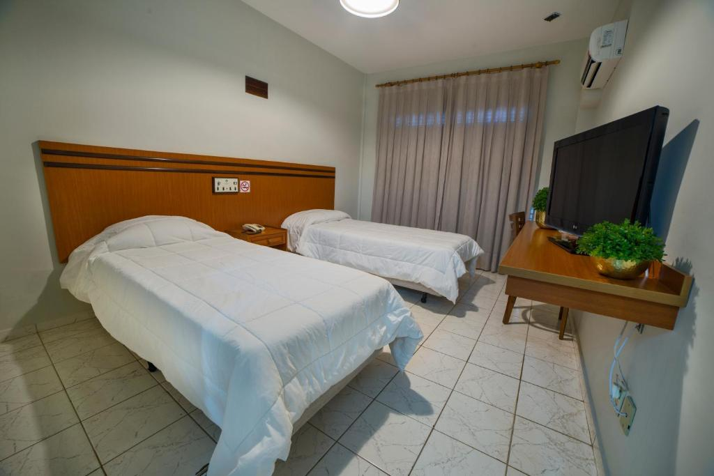 A bed or beds in a room at Hotel Leiria