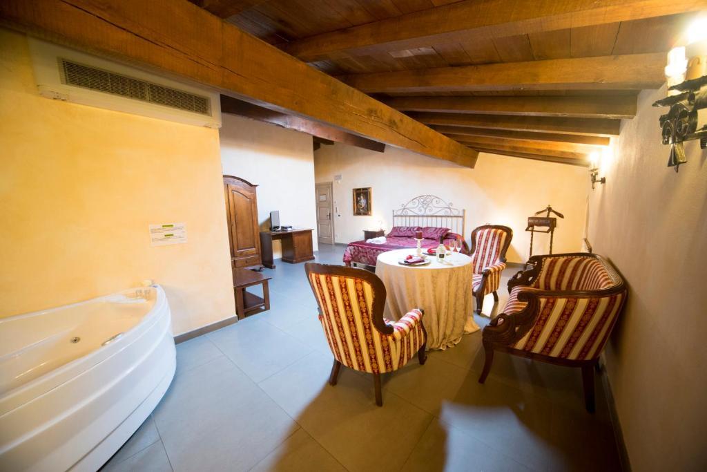 Hotel La Tavola Rotonda Cortemaggiore, Italy