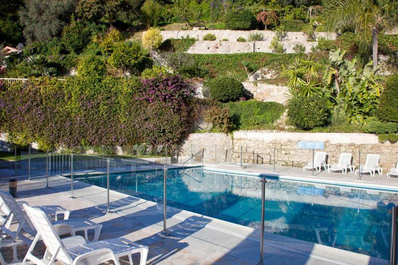 The swimming pool at or near Les brises de Menton - Résidence les Miradors