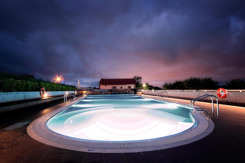 Der Swimmingpool an oder in der Nähe von Camping Bungalows Igueldo San Sebastián