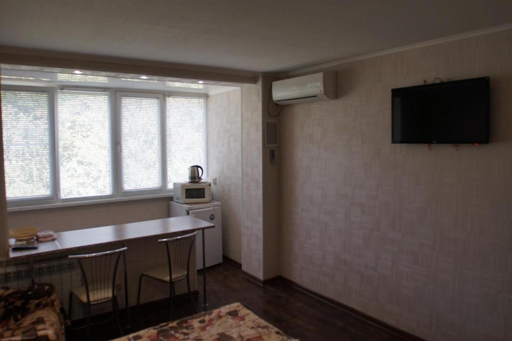 A television and/or entertainment center at Zheleznovodsk Apartment on Lenina