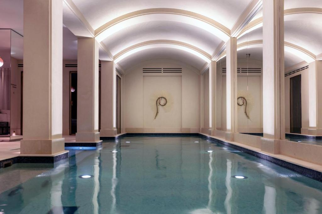 The swimming pool at or near Les Jardins du Faubourg Hotel & Spa by Shiseido