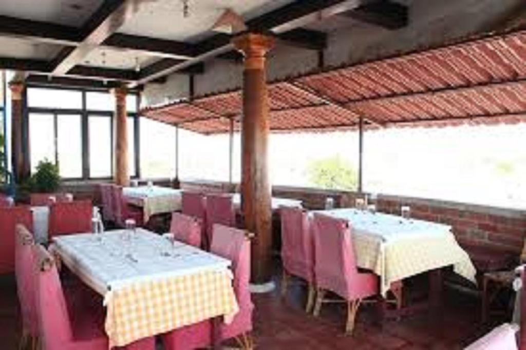 A restaurant or other place to eat at Hotel Corbelli