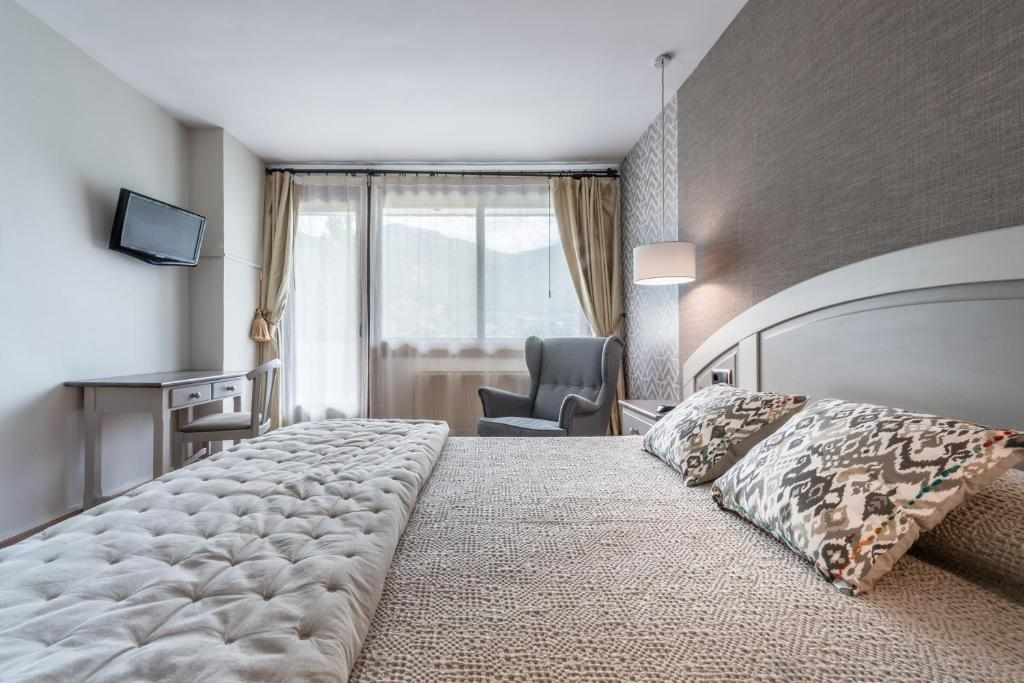 A bed or beds in a room at Hotel de Montaña El Mirador