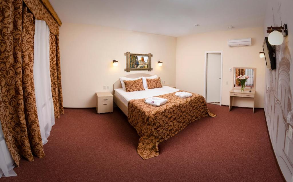 Кровать или кровати в номере Алеша Попович Двор