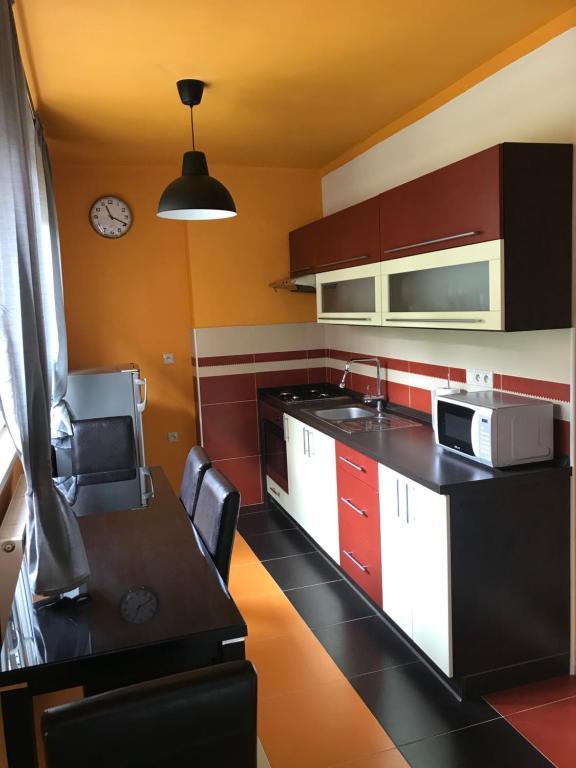A kitchen or kitchenette at Apartmán Hodruša-Hámre
