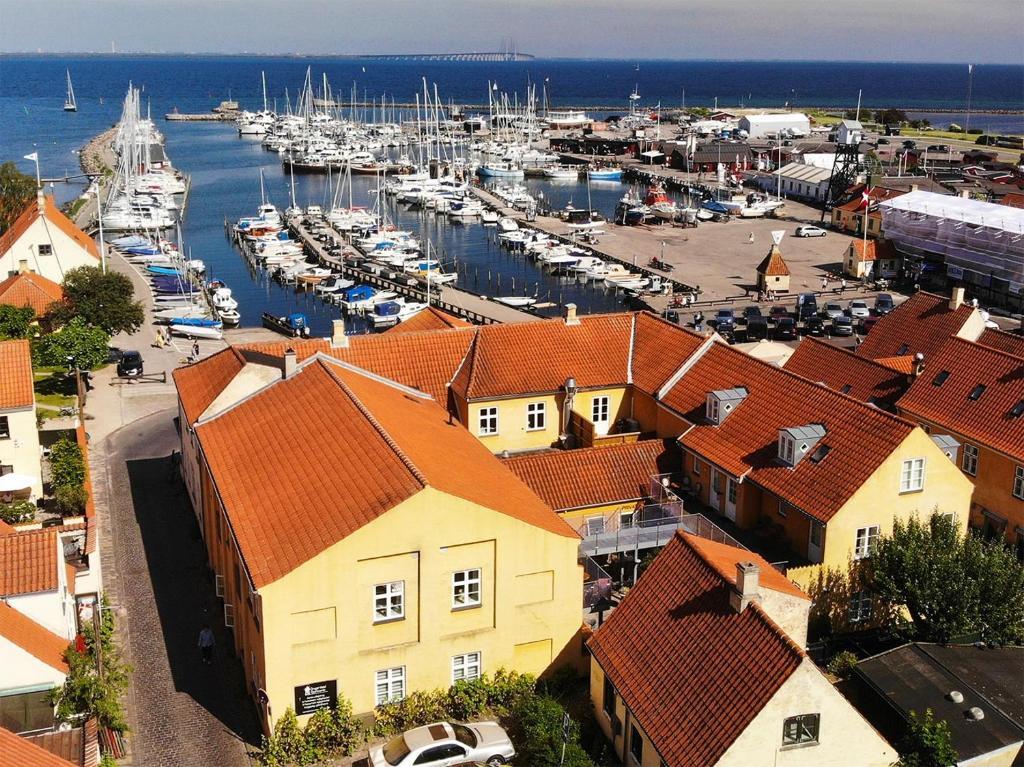 Et luftfoto af Dragør Hotel & Apartments