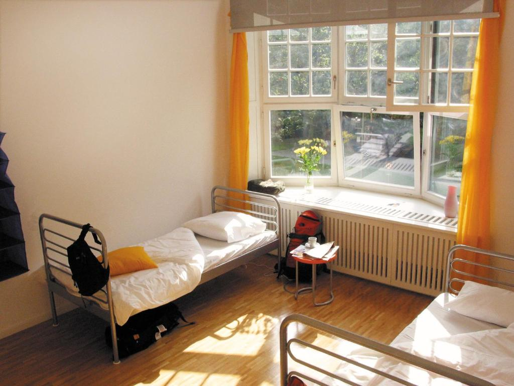A seating area at citystay Hostel Berlin Mitte