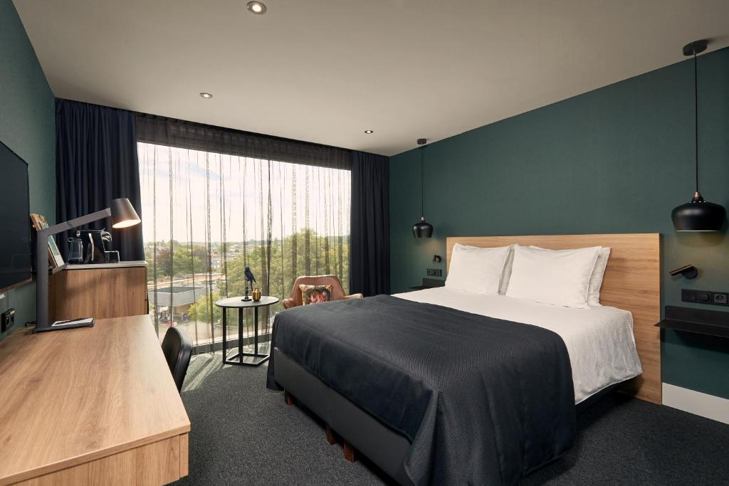 A bed or beds in a room at Van der Valk Hotel Antwerpen