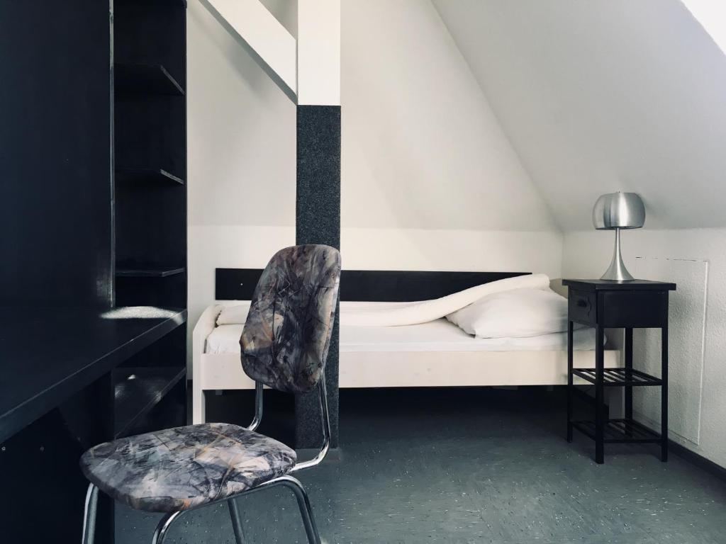A bed or beds in a room at Restaurant und Pension Akropolis
