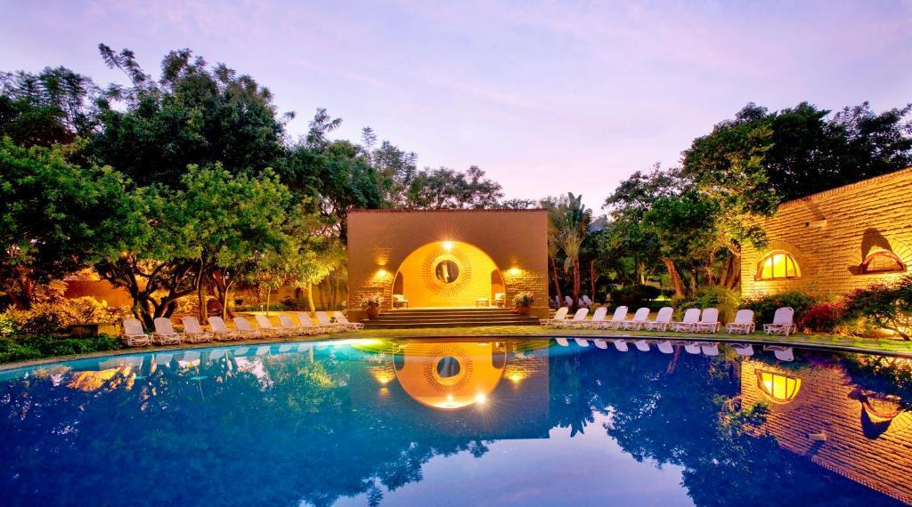 Piscina en o cerca de Mision del Sol Resort & Spa