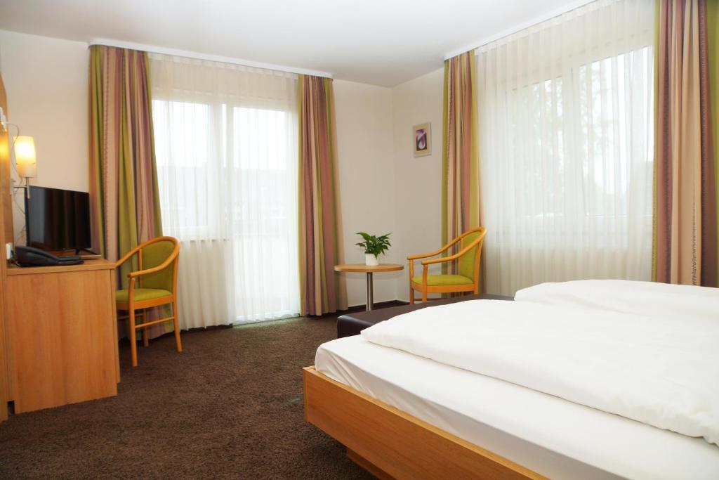 Ein Bett oder Betten in einem Zimmer der Unterkunft Hotel Krauthof