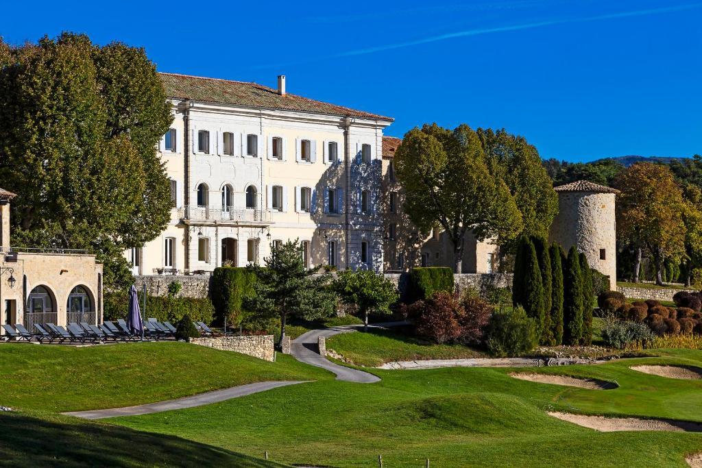 Chateau et Golf De Taulane La Martre, France