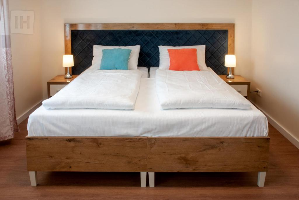 A bed or beds in a room at Hotel Isha