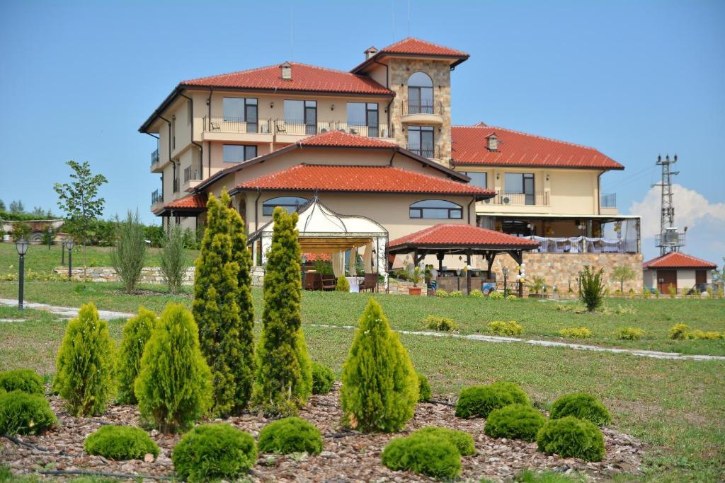 Chateau-Hotel Trendafiloff Chirpan, Bulgaria