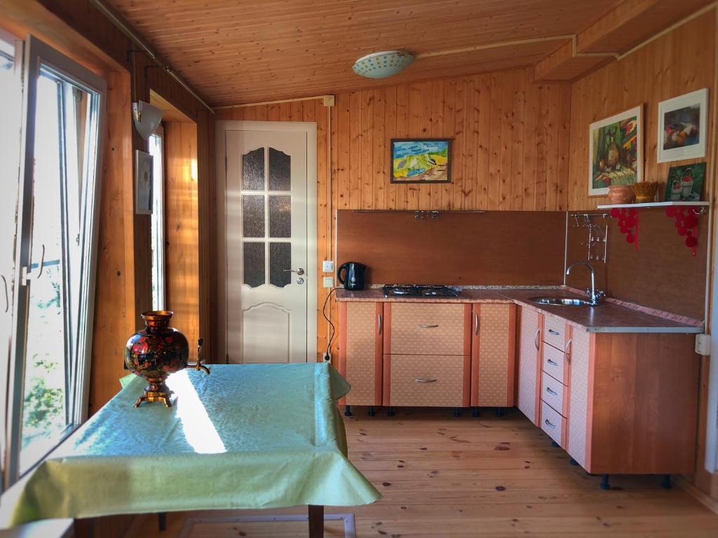 A kitchen or kitchenette at Ella's House