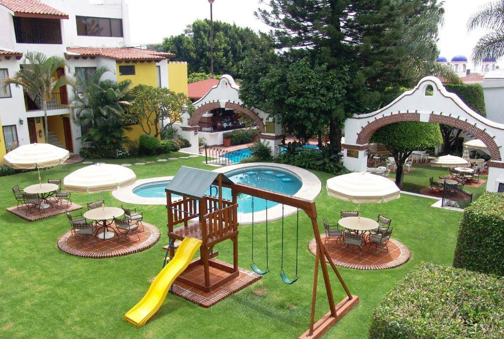 A view of the pool at Hotel Vista Hermosa or nearby