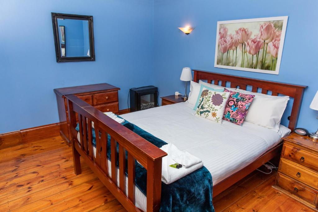 A bed or beds in a room at Rivergum Cottages Gawler Barossa Region